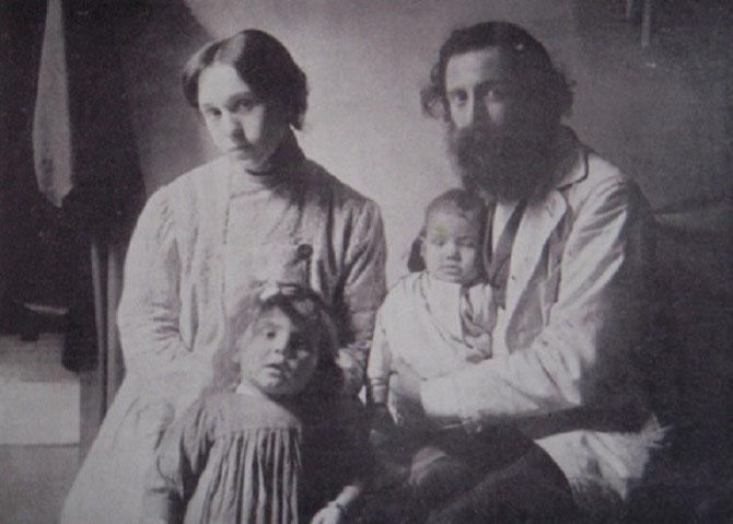 CIRCA 1903. EMILE BERNARD AVEC  ANDREE FORT A QUI IL CONFIA SES ENFANTS IRENE et ANTOINE APRES SA SEPARATION D'HANENAH, RESTEE EN EGYPTE. IL AURA 3 AUTRES ENFANTS AVEC ANDREE QU'IL EPOUSERA SEULEMENT EN JUIN 1938. .  COLLECTION PARTICULIERE