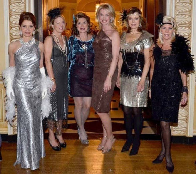 MERCREDI 14 NOV. 2012. NEW-YORK  PARK AVENUE. g.à dte. Jean SHAFIROFF, Betsy SOULARIACI, Ann VAN NESS, Liz MAC DEMOTT, Margo LANGENBERG, CeCe BLACK ACCUEILLENT LE Comte  DENIS DE KERGORLAY à L'UNION CLUB.