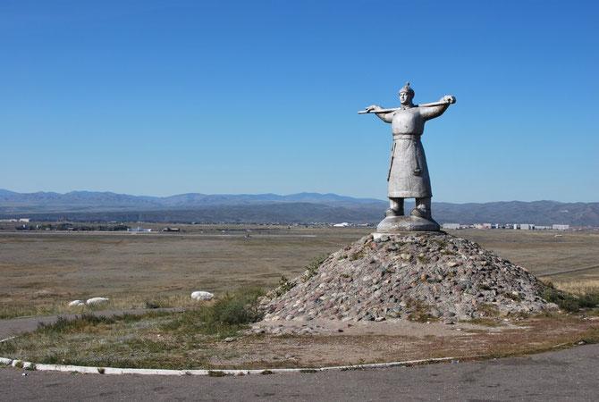 VERS  KYZYL. MONUMENT DES NOMADES : ARAT, L' ELEVEUR  DE BESTIAUX . C * IRINA BARANOVA.