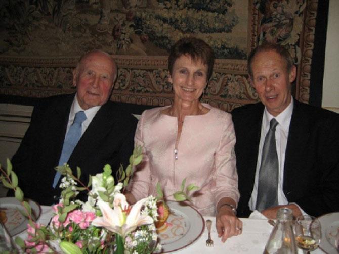 28 MAI 2007. PIERRE-CHRISTIAN TAITTINGER, SARAH DENNER AMBASSADEUR DE NOUVELLE-ZELANDE, PAUL TUTTON VIGNERON DE WAEPARA WEST N.Z .  C'ETAIT LA DERNIERE FOIS QUE J'AI REVU LE PRESIDENT  TAITTINGER : JE L'AI TROUVE ESSOUFFLE MAIS TOUJOURS AUSSI ELEGANT .
