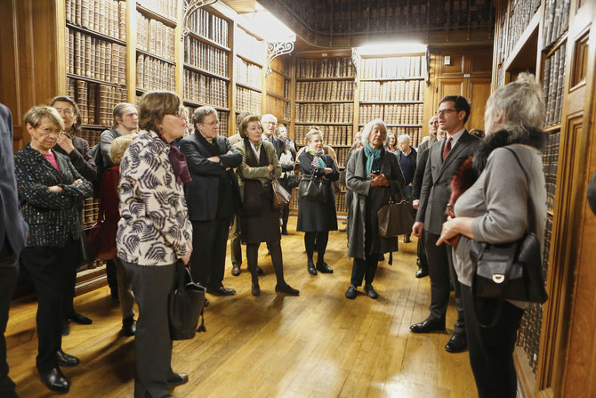 Guillaume DINKEL, Chargé de la promotion du mécénat aux Archives Nationales, présente les Grands dépôts et les pièces les plus emblématiques des collections.    C* J-Philippe METSERS