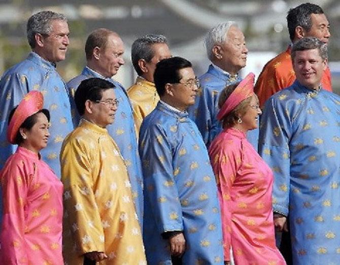 HANOI. APEC Dimanche 19 Nov. 2006. Les Présidents Georges BUSH, Wladimir POUTINE et Hu JINTAO.......