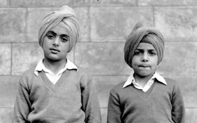 1952 .  AMARINDER SINGH 8 ans (gauche) et MALWINDER SINGH 6 ans. Souvenir de nos jeunes années.... C * Album S.A.R. Maharajah Amarinder Singh