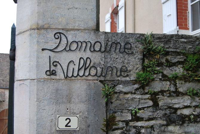 DOMAINE DE VILLAINE. 2 RUE DE LA FONTAINE. 71150 BOUZERON. Tel. 00 (0)3 85 91 30 50.    E.mail : contact@de-villaine.com