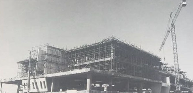 1977 . CONSTRUCTION DE DUBAI PETROLEUM.