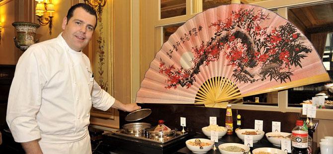 PARIS.    LE CHEF CHRISTOPHE RAOUX, 39 ans, NOUS PRESENTE SON COIN PETIT DEJ' CHINOIS AU CAFE DE LA PAIX OPERA .