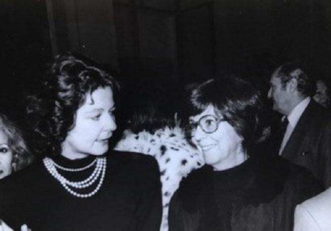 1985.  LORRAINE et CATHERINE à UNE SOIREE BALMAIN AU PALAIS GALLIERA. Sans doute ont-elles retrouvé les  amis qui fréquentaient  la Villa jadis. C* Catherine BONNET