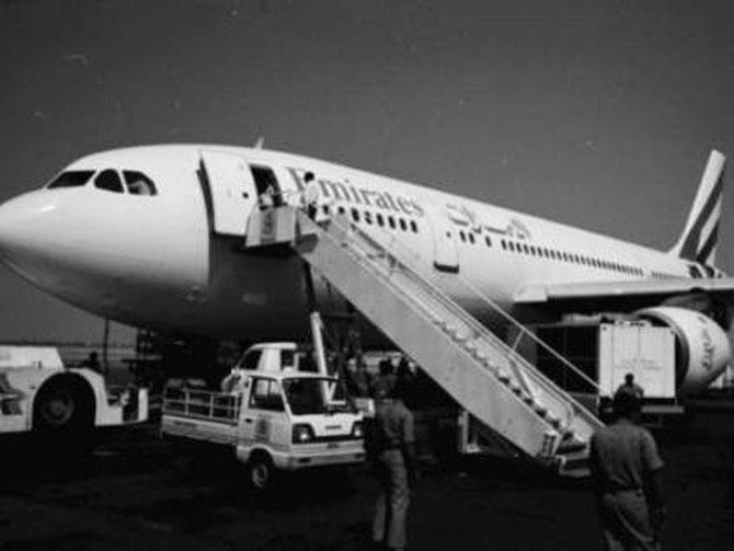 25 OCTOBRE 1985.  LES 3 PREMIERS VOLS  D'EMIRATES AIRLINE VERS KARACHI, DELHI, BOMBAY