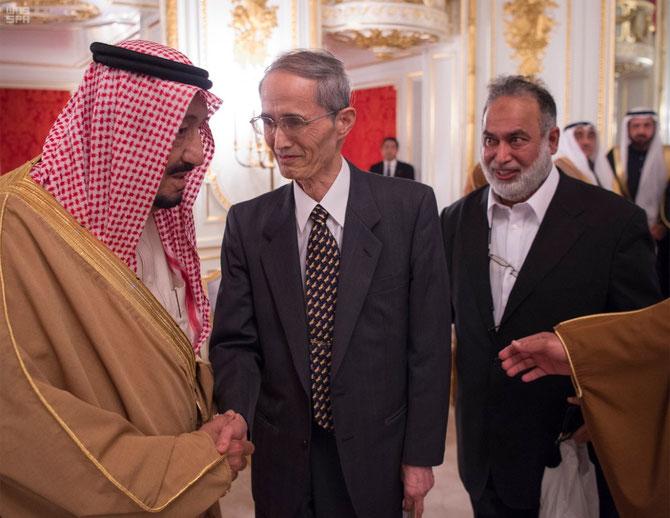 LE ROI RECOIT QUELQUES REPRESENTANTS DE L'ISLAM AU JAPON.