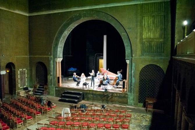 """C'était le plus grand théâtre privé de Paris. En 1909 Isadora DUNCAN y dansa, concerts,  pièces à succès.  Il faudra 5 millions d'euros pour le restaurer. C* Le Figaro. Pourquoi pas une série de représentations payantes de """" L'ENLEVEMENT AU SERAIL"""" ?"""