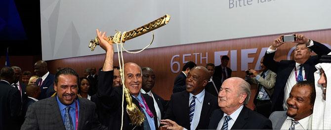 ZURICH. VENDREDI 28 MAI 2015. SEPP BLATER REELU POUR UN 5è MANDAT (PRESIDENT DE LA FIFA DEPUI 1998). A g. S.E SHEIKH AHMAD AL-FAHAD SON SUPPORTER. JE RETROUVE SON PERE SHEIKH FAHAD à CHACUN DES GESTES ET PROPOS DE SON FILS.