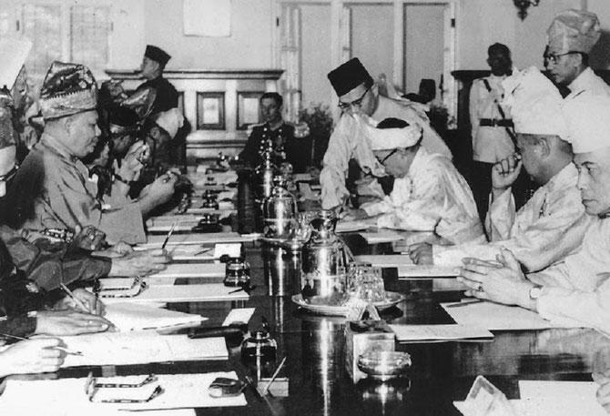 21 JANVIER 1948. KUALA LUMPUR. SIGNATURE POUR LA CREATION  D'UN 'ETAT FEDERAL