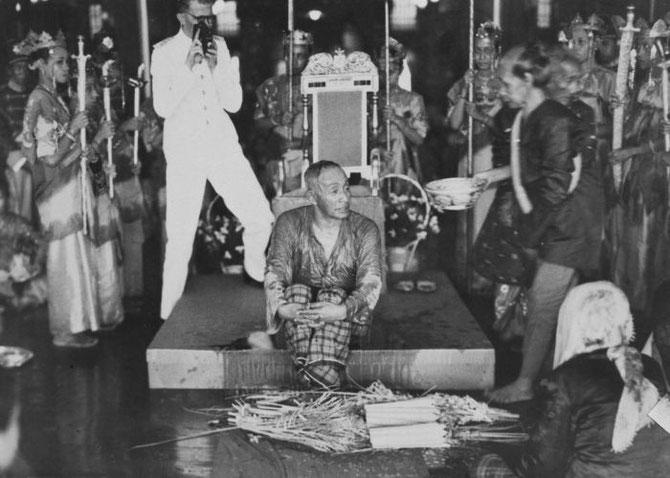 CEREMONIE RITUELLE DU BAIN : SULTAN MUHAMMAD ALKADRIE (1895-1944)