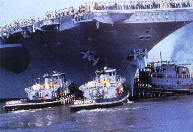 LE CLEM QUITTE TOULON LE 13 AOÛT 1990.