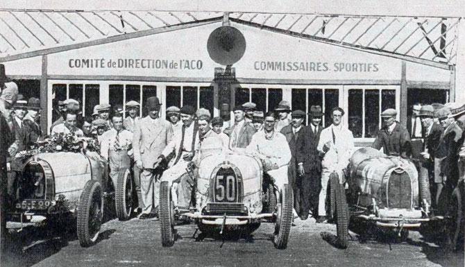 JUIN 1928. PHILIPPE DE ROTHSCHILD à GAUCHE, 2e SUR SA BUGATTI N° 53