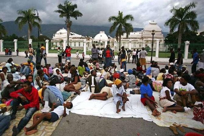 PORT-AU-PRINCE. APRES LE SEISME DU 12 JANVIER 2010.