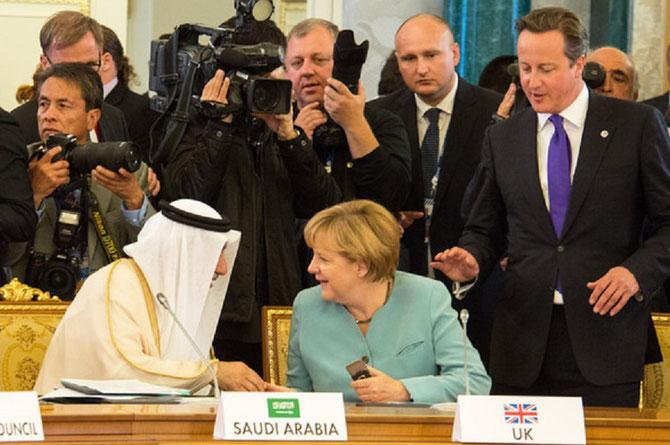 ST PETERSBOURG. 6 Sept. 2013; G20 Sommet. g. à dte. I.A. AL-ASSAF, A.  MERKEL, D.  CAMERON