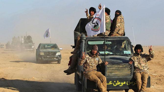 24 Novembre 2017. Les forces irakiennes, soutenues par les milices chiites paramilitaires de hach-al-chabi avancent dans la province de Salaheddine après avoir quitté la ville de Baiji .
