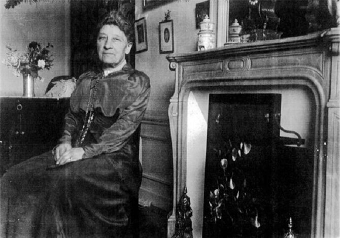 Mme Paul CEZANNE née Hortense FIQUET 1850+1922, plus de 45 portraits de 1869 à 1890. Elle meurt à Paris 30 rue de Mromesnil dans l'appartement qu'elle et son fils Paul Junior partagent avec les RENOIR