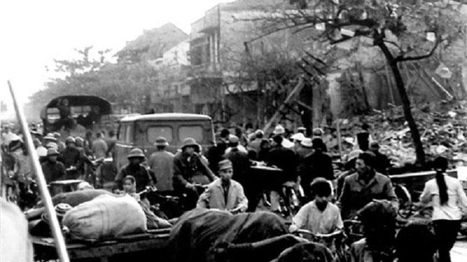 HANOI SOUS LES BOMBES DECEMBRE 1972.