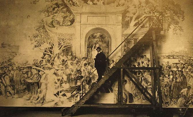 1920 APRES LE PRIX DE L'INDOCHINE TARDIEU S'EMBARQUE POUR HANOI.  ON LE VOIT ICI DEVANT LA FRESQUE DE 180m2 DU GRAND AMPHITHEÂTRE DE L'UNIVERSITE. PLUS DE 200 PERSONNAGES: PAUL DOUMER, VARENNE, ALBERT SARRAUT. ...6 ANNEES DE TRAVAIL. INAUGUREE EN 1929.