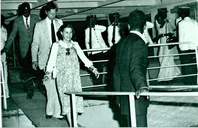 Philippe et sa première épouse Claire accueillis en Centre Afrique avec tous les honneurs dus à un chef d'Etat .