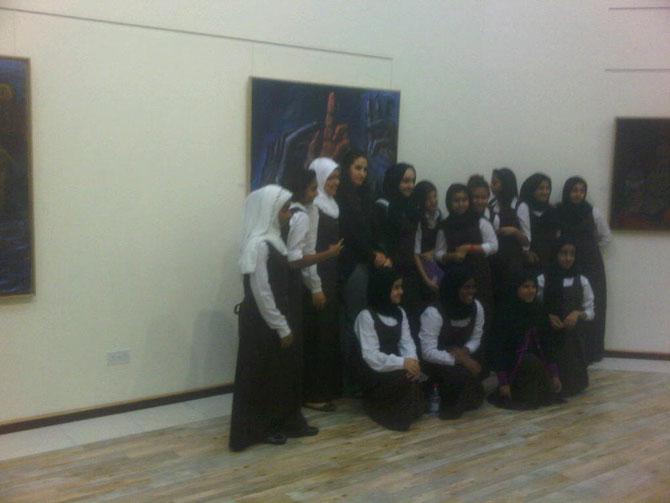 """Des étudiantes devant  """"LA VOTE ROYALE"""" .   2005 .  Huile sur toile  162X130 cm. Signée en bas à droite.   ................C* www.martinemartine.com"""