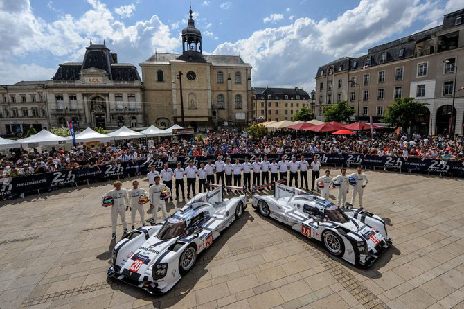 DIMANCHE 8 JUIN 2014. PLACE DE LA REPUBLIQUE LE MANS. PESAGE. TEAM  PORSCHE. PHOTO ARNAUD CORNILLAUD MERCI.