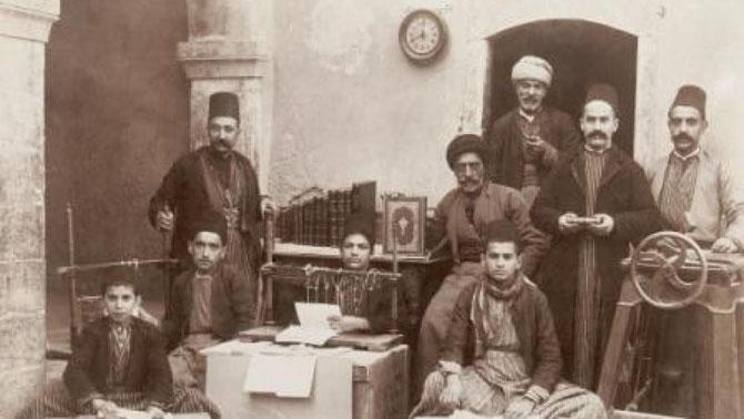 MOSSOUL. LES OUVRIERS DE L'ATELIER DE RELIURE VERS 1890.
