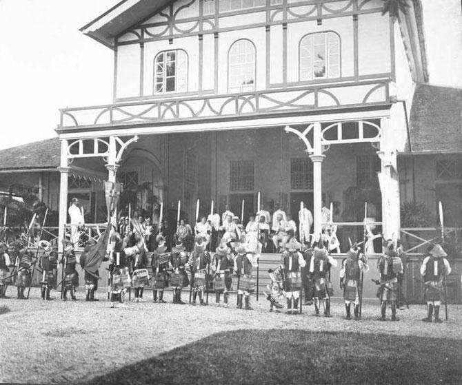 1920. CEREMONIE DONNEE PAR LE RESIDENT LORS DE LA VISITE DU GOUVERNEUR GENERAL JOHAN-PAUL, COMTE DE LIMBURG STIRUM.