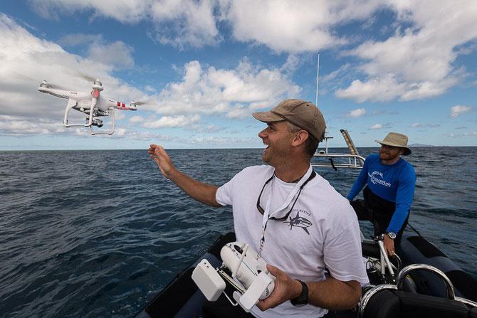 BILL ROBBINS de Perth, specialiste des Requins  et  son Drone