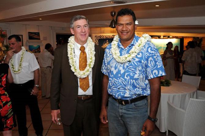 18 Oct. 2016. Capitaine Philip G. RENAUD Directeur exécutif de KSA LIVING OCEANS FOUNDATION avec le Ministre de l'Education de la Polynésie française, Mr.TAUHITI NENA. C.* www.livingoceansfoundation.com