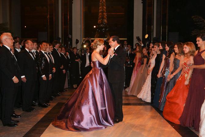 29 Nov. 2014. PALAIS DU TROCADERO. LA PRINCESSE ELISABETH en  robe ALEXIS MABILLE