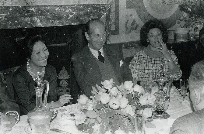 PINTERVILLE 1979. IL Y A 38 ANS. g.à dte. MAGUY T. OLIVIER GISCARD D'ESTAING, PHILIPPINE DE ROTHSCHILD. Nous fumions beaucoup....