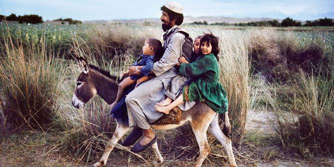 2016. AFGHANISTAN, LA VIE DE TOUS LES JOURS. CETTE PETITE FILLE AURAIT PU ÊTRE NILOOFAR. C* auth4me.com