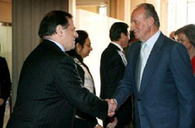 """BARCELONE. Congrès """"3GSM"""" Lundi 13 Fév. 2006. Saluant le ROI JUAN CARLOS d'ESPAGNE"""