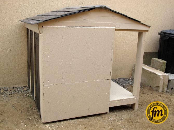 Fabrication niche pour chien avec terrasse et toit en ardoise