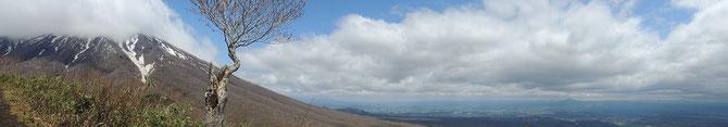 岩手山稜線から麓にかけて。