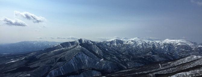 小高倉山、高倉山、烏帽子岳、秋田駒ヶ岳、遠方には和賀山塊も!絶景です!