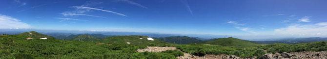 栗駒山・鳥海山・和賀岳・秋田駒ヶ岳・八幡平・岩手山・姫神山・早池峰山などなどうっすらとしたものもありましたが見ることができました。他にも見えた山々の名前も知りたいところです・・・。