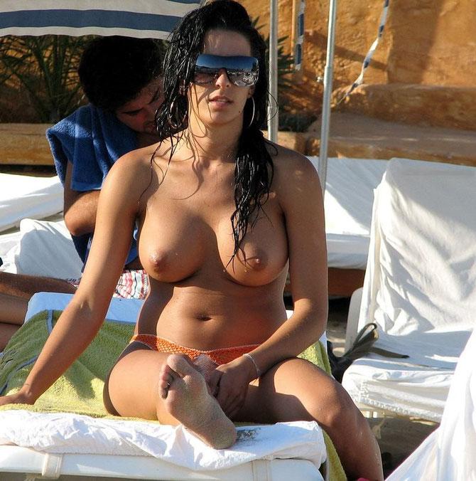 Parte De Chicas Desnudas En La Playa