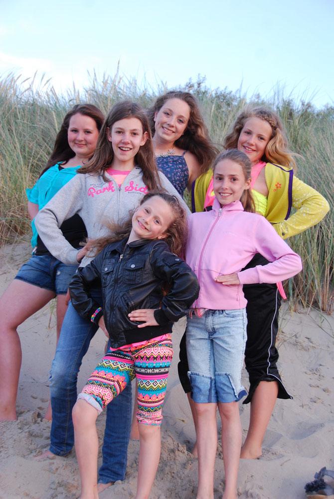 v.r.n.l. Lisa-Marie, Lisa, Hanna, Anna, Nicole und ganz vorne Maike das Firmenmaskottchen ;)