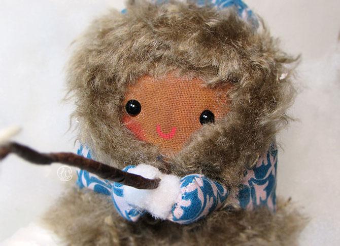 Inuit, toy, handmade, hecho a mano, skimo, esquimal, nieve, fisherman, pescador, fish, fur, coat, abrigo, frío, wenyuri, muselina