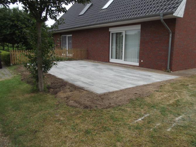 Terrasse im hinteren Garten eines Hauses