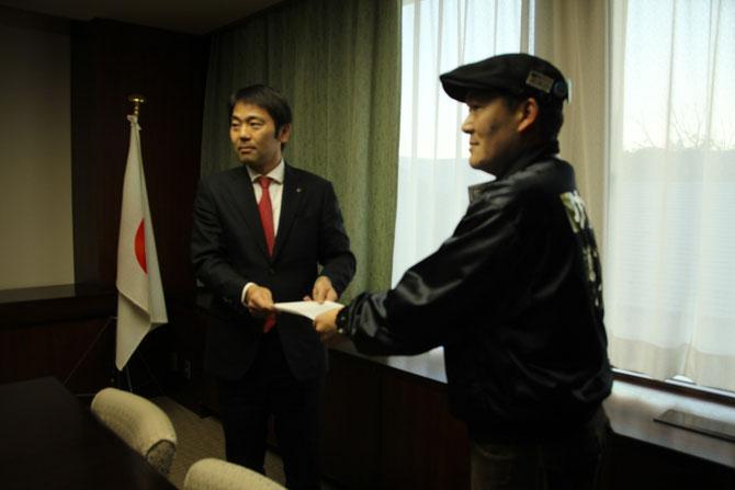 鎌倉市長松尾様へ代表の大津より要望書を提出しました