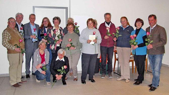Jahreshauptversammlung 16.3.2015. Bürgermeister Franz Schnitzenbaumer bedankt sich bei Vorstandsmitgliedern und Helfern für die geleistete Arbeit