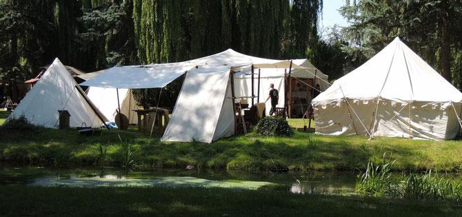 Das Mittelalterliche Lager zieht sich an der Mühlaller entlang.