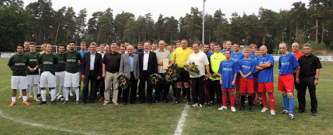 Die Teilnehmer, Sponsoren und Gäste des diesjährigen Turniers