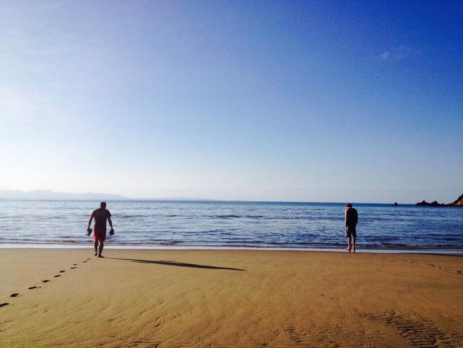 Mit Bryden & Luke am Pohara Beach
