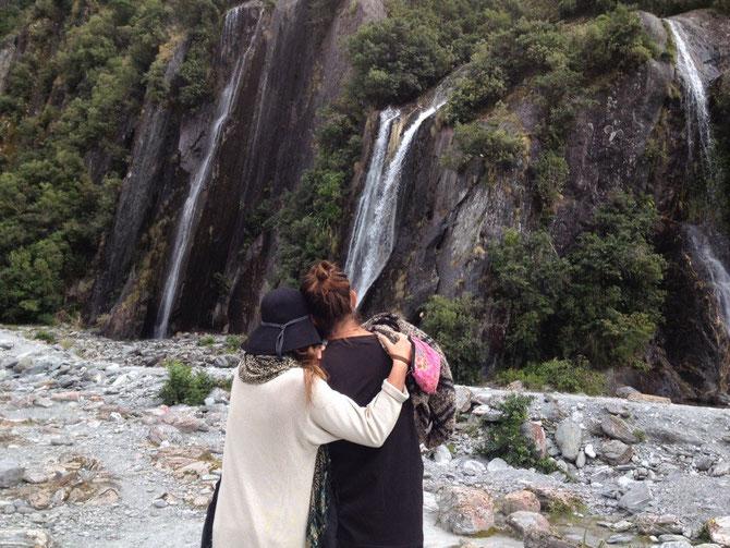 Lasely & Charlie vor den Wasserfällen